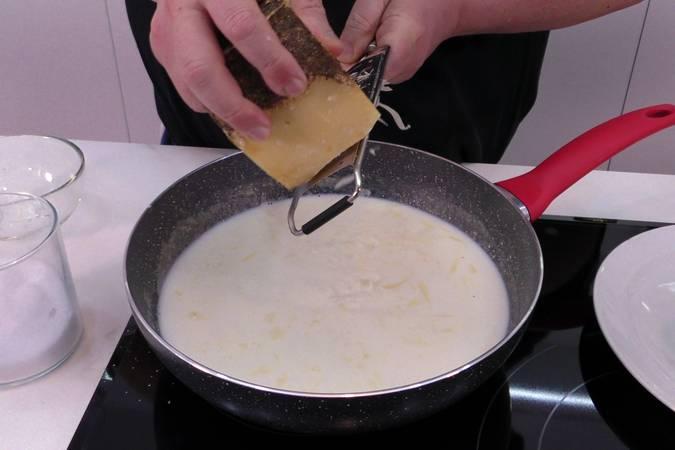Paso 2 de Croquetas de queso muy cremosas