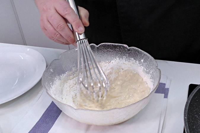 Paso 1 de Aros de cebolla caseros muy crujientes