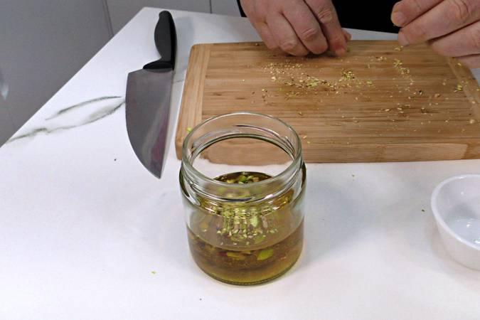 Preparar la vinagreta de pistacho