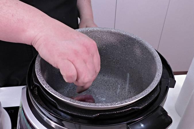 Paso 1 de Carrilleras rebozadas con salsa de cebolla