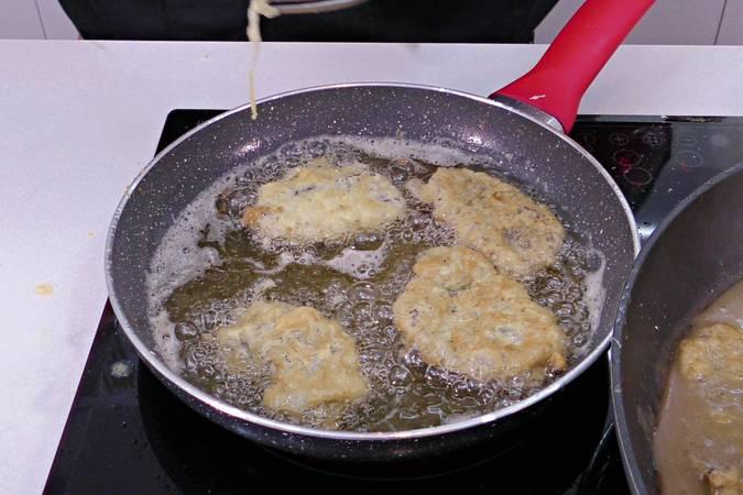 Paso 5 de Carrilleras rebozadas con salsa de cebolla