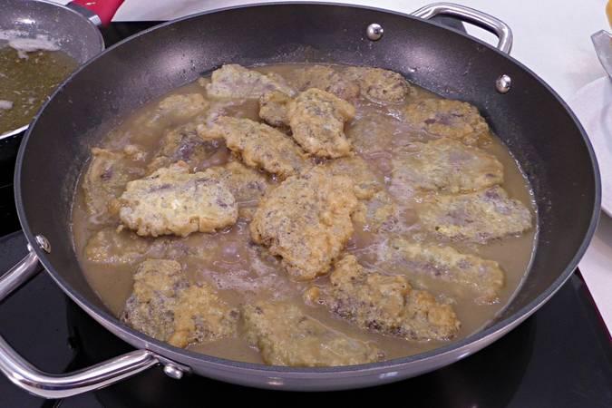 Paso 6 de Carrilleras rebozadas con salsa de cebolla
