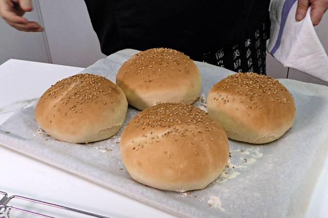 Paso 1 de Hamburguesa campera con pan casero