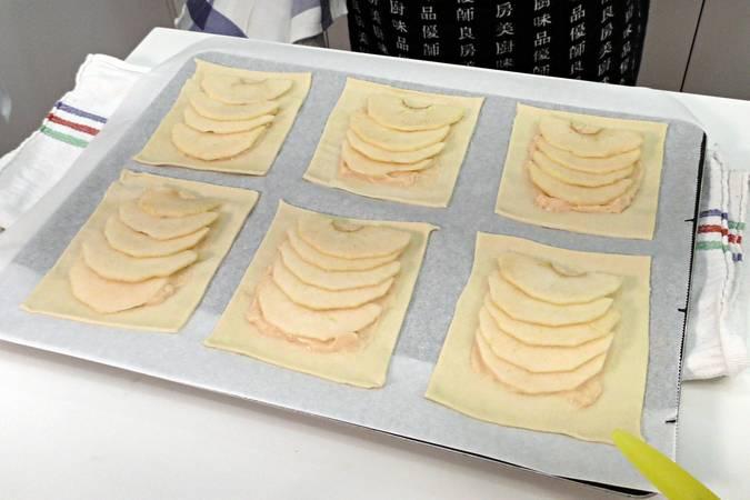 Paso 4 de Receta para hacer pasteles de manzana y crema pastelera