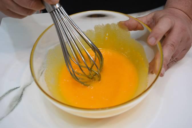 Paso 2 de Receta para hacer crema pastelera fácil y rápida paso a paso