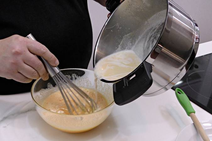 Paso 3 de Receta para hacer crema pastelera fácil y rápida paso a paso