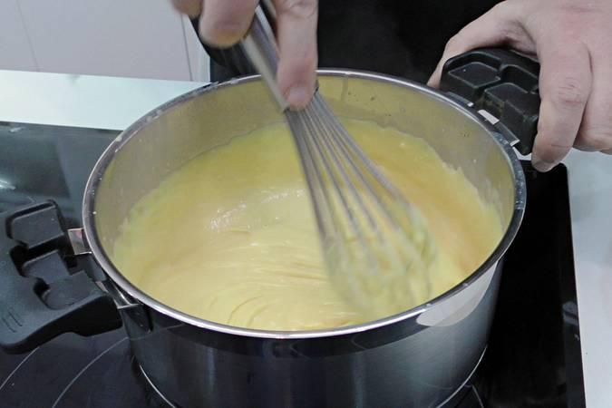 Batir la crema resultante y dejar que reduzca