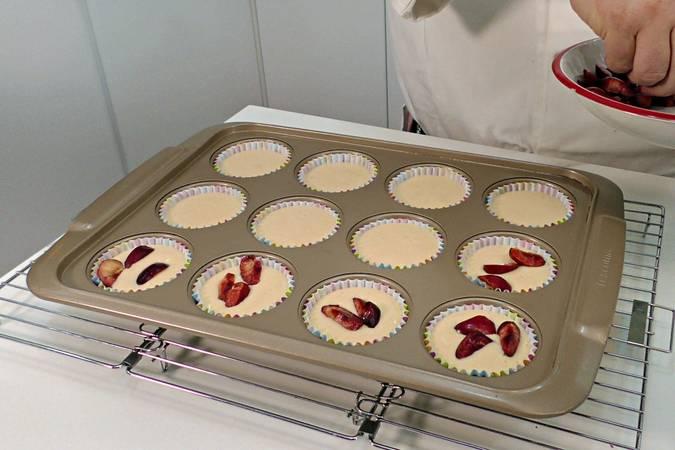 Paso 7 de Cupcakes de cereza con buttercream de queso