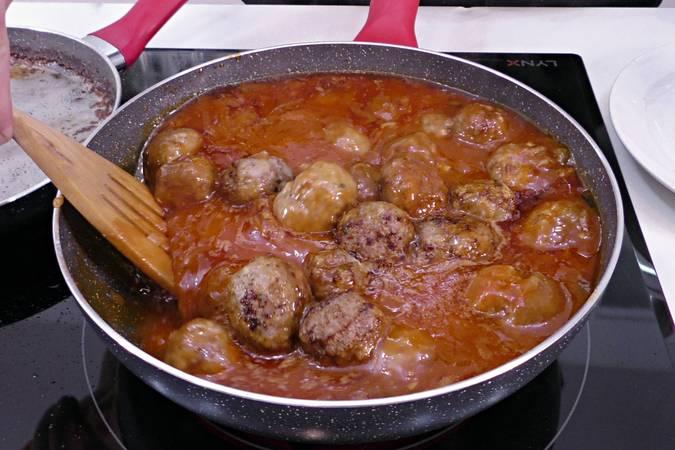 Paso 5 de Albóndigas con salsa putanesca
