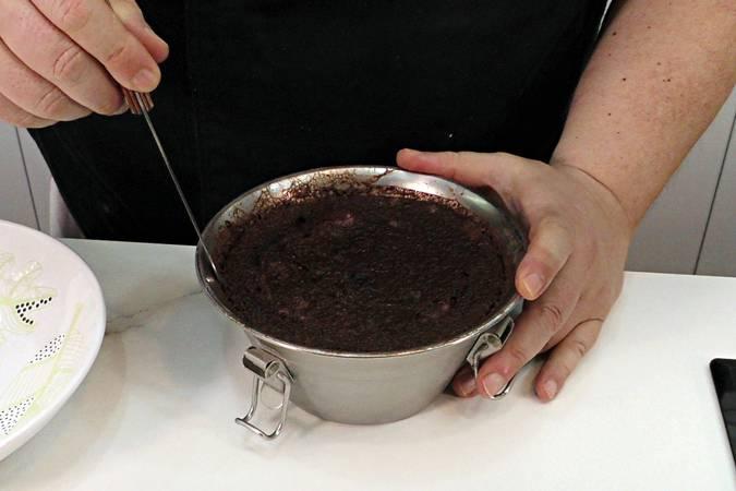 Paso 5 de Flan de chocolate sin horno