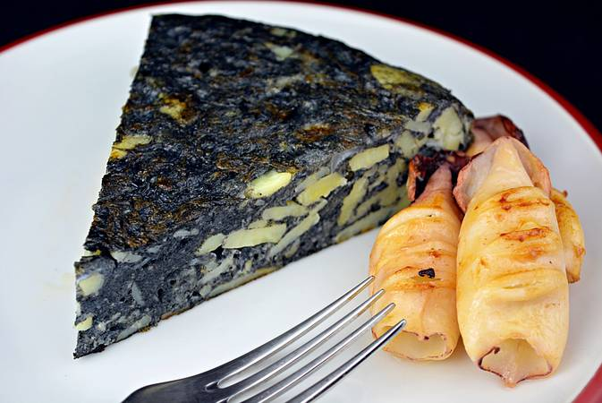 Paso 7 de Tortilla de patata negra