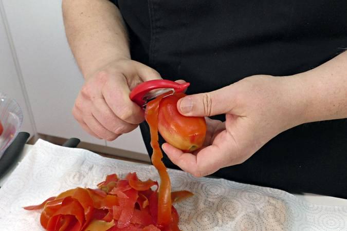 Paso 2 de Bacalao con tomate, receta fácil y rápida