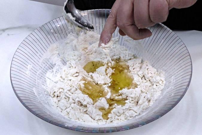Paso 2 de Pan de aceite con aroma de romero