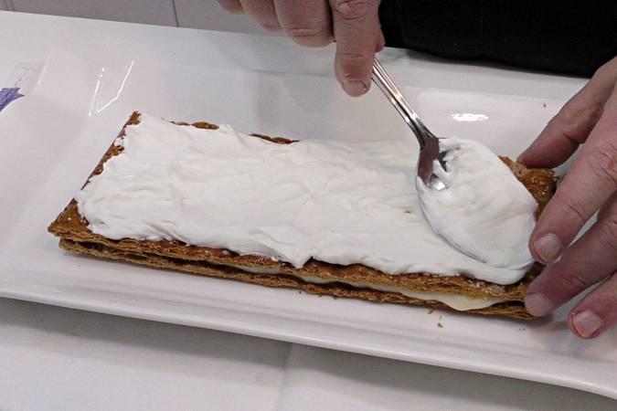 Paso 8 de Tarta de hojaldre con frambuesas