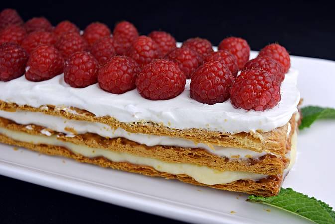 Paso 10 de Tarta de hojaldre con frambuesas
