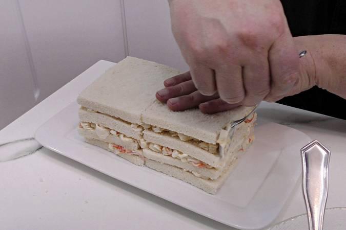 Paso 3 de Pastel de marisco y salmón ahumado con pan de molde