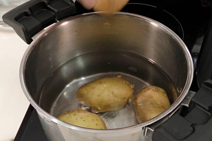 Paso 3 de Carrilleras con salsa picante y puré de patata casero