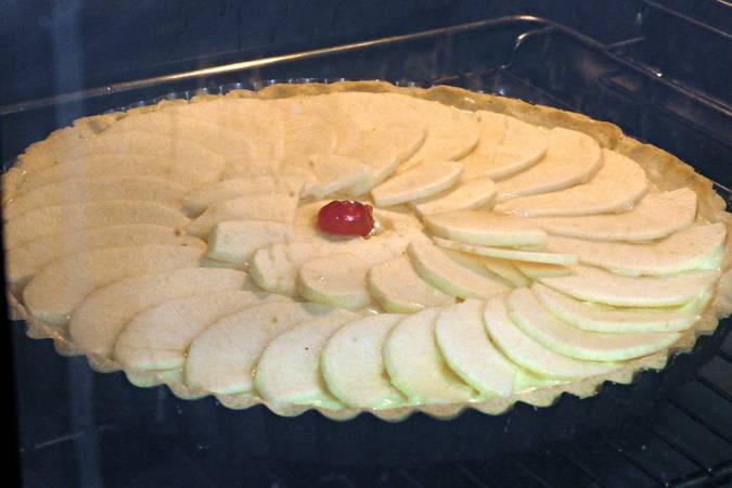 Paso 9 de Tarta de manzana sobre crema de chocolate blanco