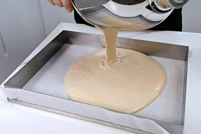 Paso 3 de Plancha de bizcocho especial para hacer tartas