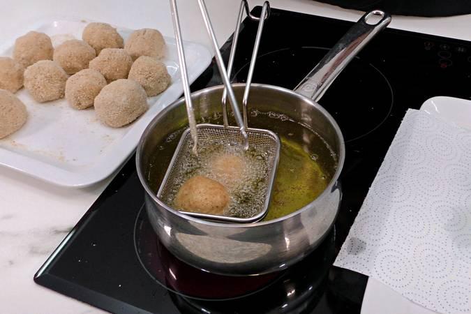 Paso 6 de Croquetas rellenas con huevo cocido