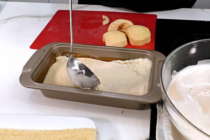 Paso 4 de Pudin de manzana con bizcocho