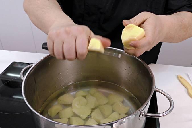 Paso 2 de Judías verdes con tomate y patata