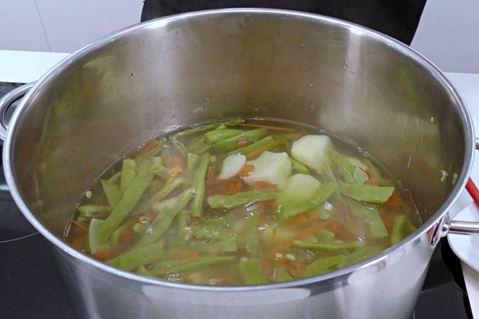 Paso 5 de Judías verdes con tomate y patata
