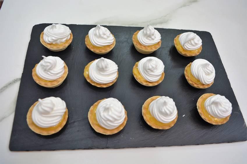 Paso 3 de Pasteles de crema inglesa con merengue