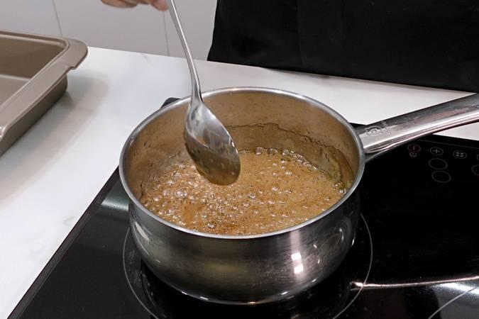 Paso 1 de Pudin de melocotón en almíbar con bizcocho