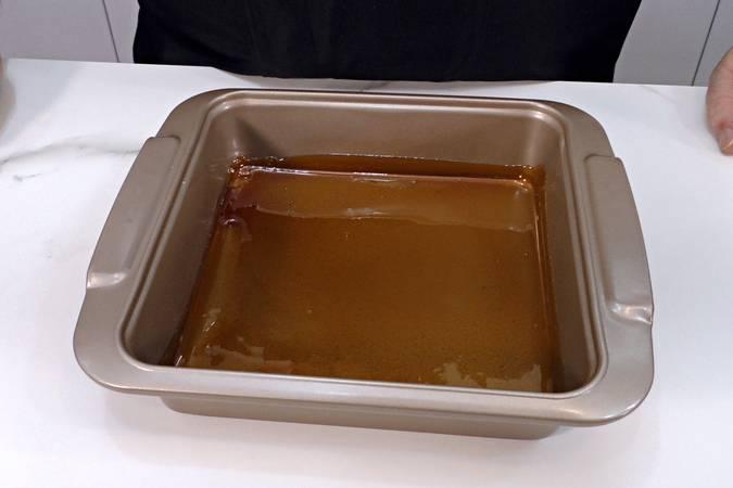 Paso 2 de Pudin de melocotón en almíbar con bizcocho