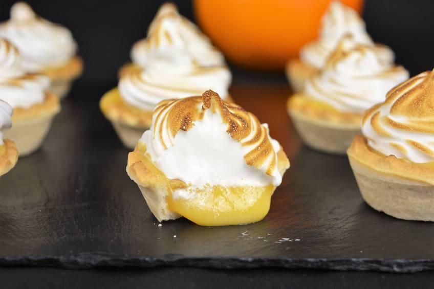 Paso 5 de Pasteles de crema inglesa con merengue