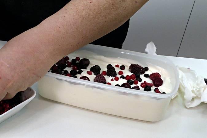 Ponemos la masa en un recipiente para el congelador
