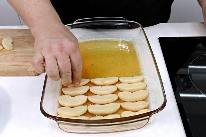 Paso 2 de Volteado de manzana muy esponjoso