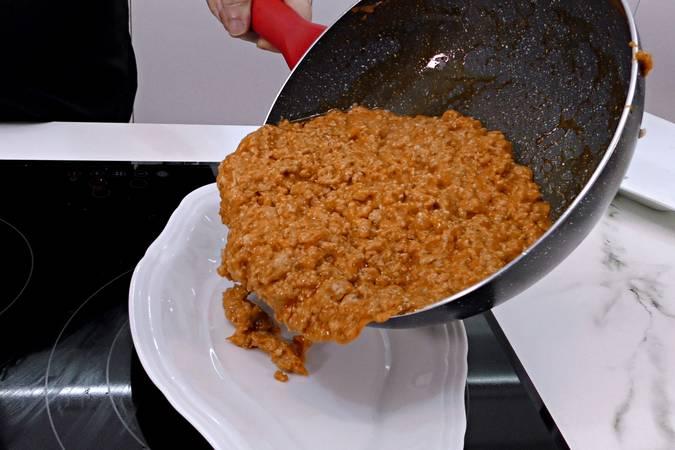 Paso 5 de Pastel de pollo y patata gratinado con 4 quesos