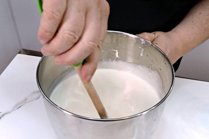 Mezclamos la nata con los demás ingredientes