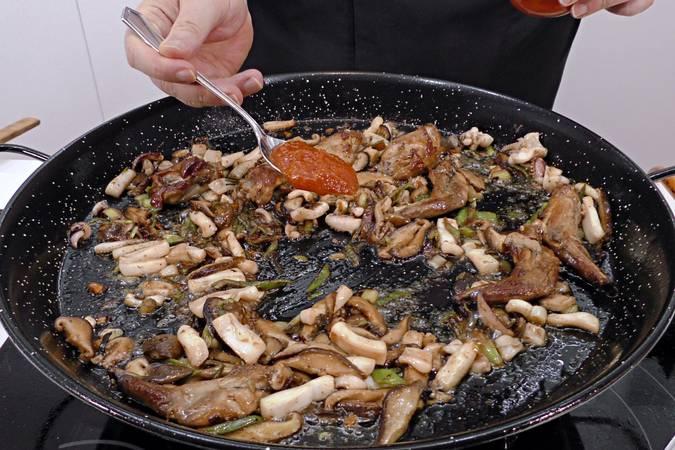 Paso 5 de Paella de arroz mar y montaña