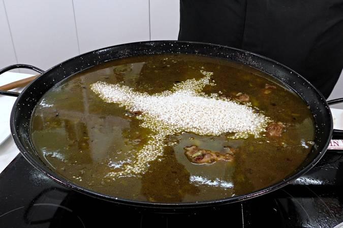 Paso 6 de Paella de arroz mar y montaña