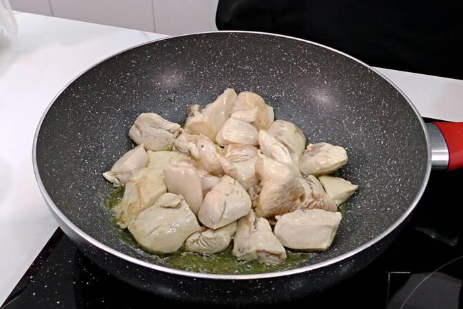 Paso 1 de Receta de pollo al curry con leche de coco