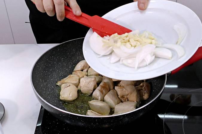 Paso 2 de Receta de pollo al curry con leche de coco