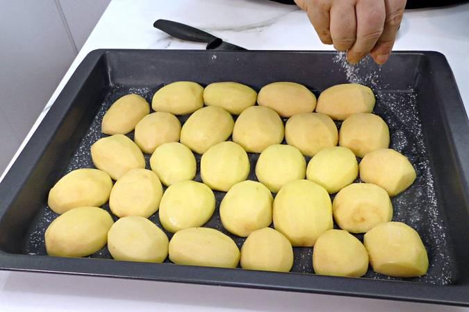 Paso 1 de Paletilla de cordero asado con patatas