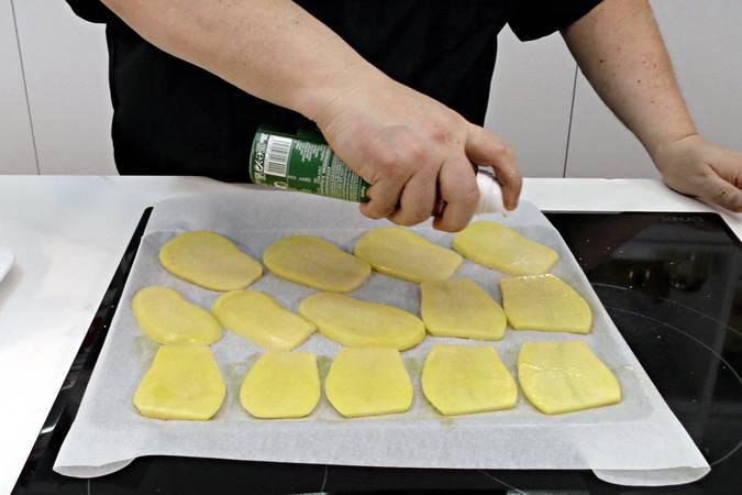 Hornear las rodajas de patata