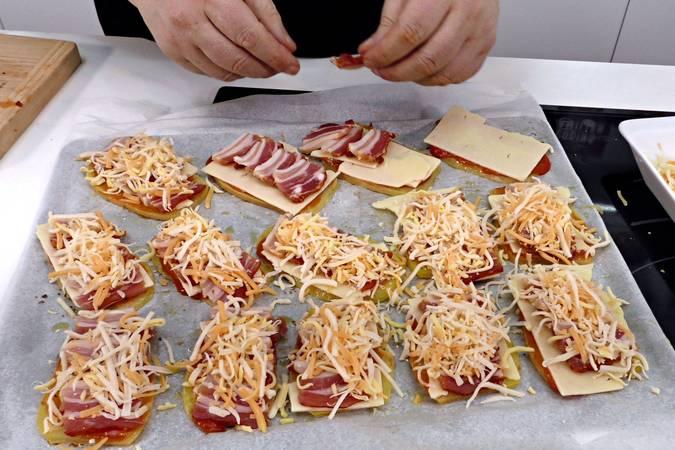Montar las pizzas de patata