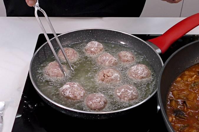 Paso 5 de Albóndigas con salsa de verduras