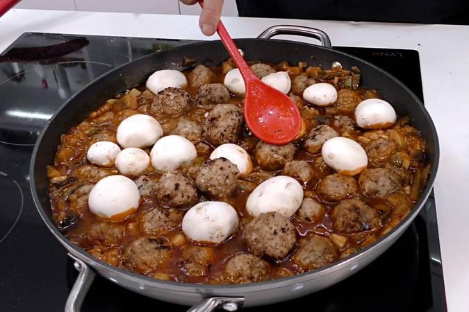 Paso 6 de Albóndigas con salsa de verduras