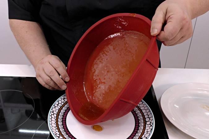 Paso 2 de Flan de leche condensada al microondas