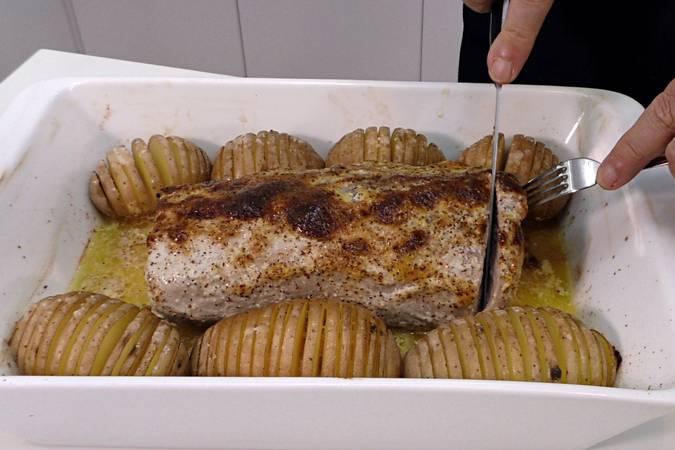 Paso 6 de Lomo de cerdo al horno con patatas hasselback