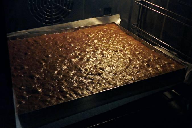 Paso 7 de Bizcocho de chocolate gigante