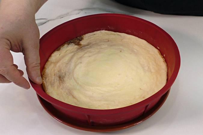Desmoldar y enfriar la tarta