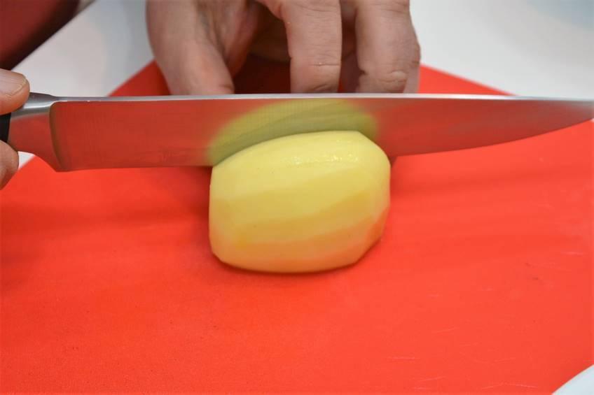 Paso 1 de Patatas al ajillo con beicon