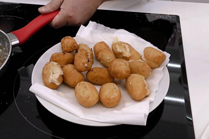 Paso 8 de Croquetas de pollo con queso y huevo cocido